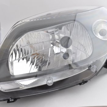 Фара Renault Sandero StepWay (черная маска), левая Cartronic CTR0108718 /260602914R / 8200526423