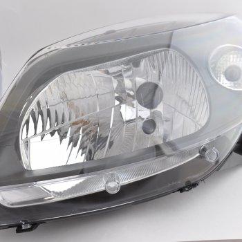 Фара Renault Sandero StepWay (черная маска), левая Cartronic CRTR0108718 Ref.260602914R / 8200526423